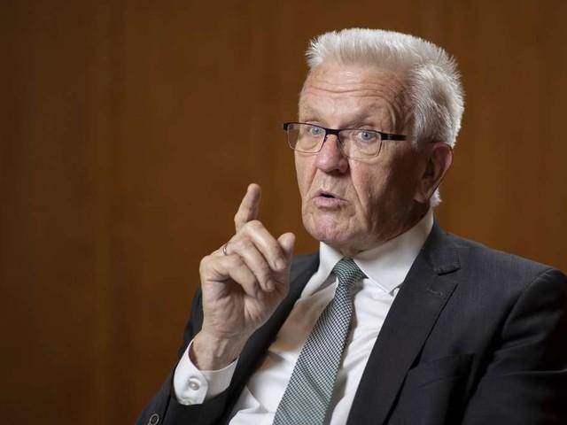 Kretschmann schließt Corona-Impfpflicht nicht aus – und zieht Vergleich zu Masern