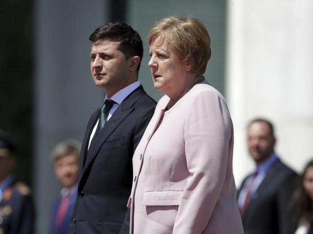 Sorge um Merkel: Zittern vor laufenden Kameras