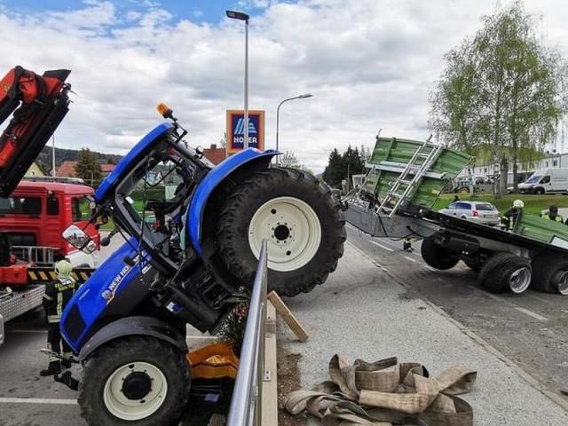 Spektakulärer Traktorunfall sorgte in NÖ für Aufsehen