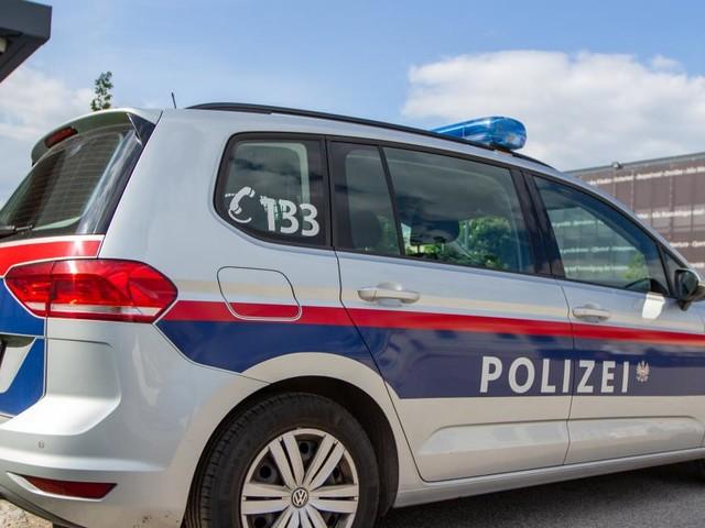 Stark alkoholisierter Mann mit Messern vor Wiener Schule festgenommen