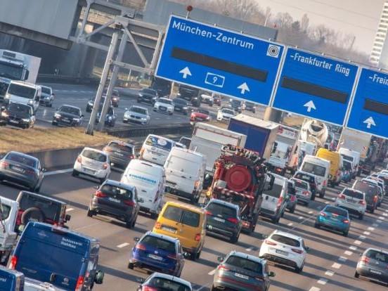 Pfingsten ADAC Stauprognose 2021: Drohen volle Straßen? HIER könnte es sich an den Feiertagen stauen