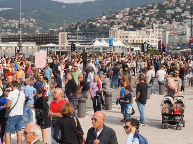 Tausende demonstrierten gegen 3G am Arbeitsplatz in Italien + Frankreich spendet 60 Mio Impfdosen