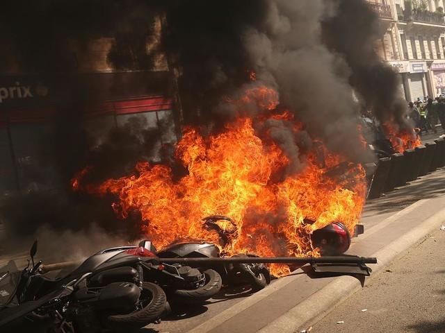 """Kurz nach Notre-Dame-Brand - Schwere Ausschreitungen bei """"Gelbwesten""""-Protesten in Paris"""