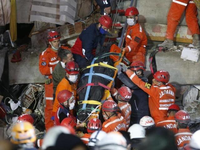 Kampf gegen die Zeit: Türkei hofft nach Beben auf weitere Überlebende