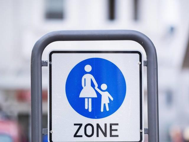 Autofahrer fährt offenbar absichtlich Frau in Fußgängerzone an