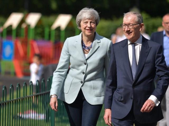 Theresa May und die EU-Wahl: Gute Miene, grässliches Spiel