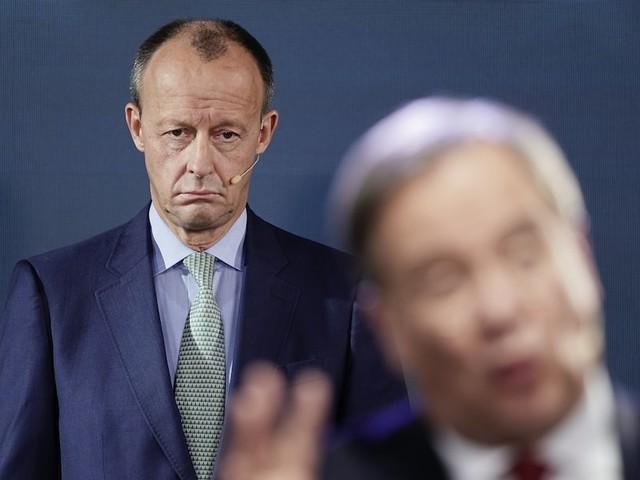 Kampf um Bundestagskandidatur - Merz' letzte Schlacht: In Provinz-Fußballstadion entscheidet sich sein Polit-Schicksal