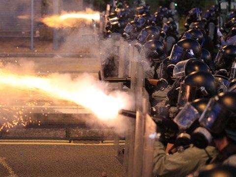 Proteste gehen weiter - Hongkong: Zusammenstöße zwischen Polizei und Demonstranten
