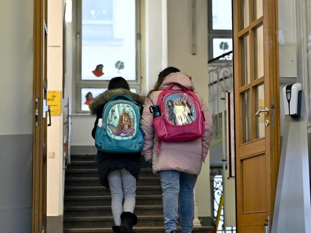 "Schulen im Vollbetrieb: ""Sehr hohes Risiko"""