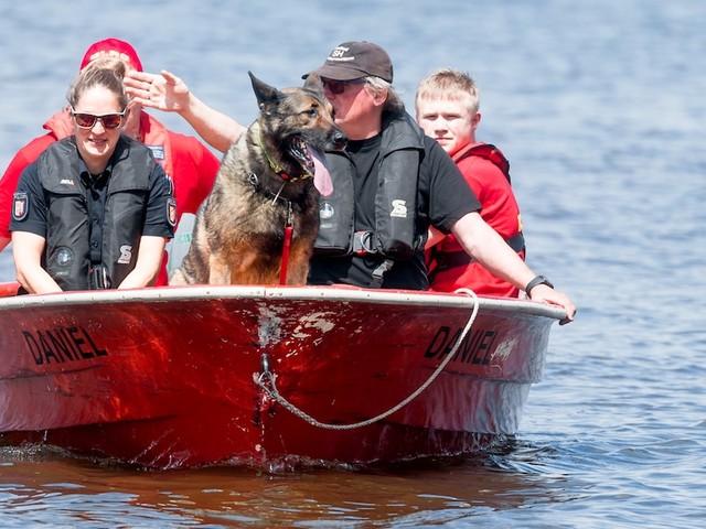 Schleswig-Holstein - Plötzlich fehlte von ihr jede Spur: Taucher suchen in See nach 13-Jähriger