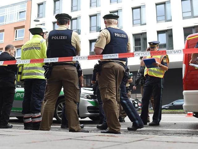 Acht Verletzte in München - Er attackierte wahllos Passanten: Festgenommener schweigt zur Messer-Attacke