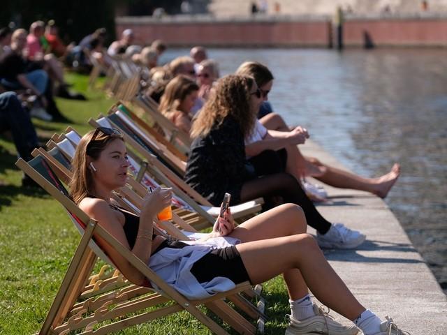 """Spätsommerfreuden: Nochmal am Wochenende Sonne tanken mit Hoch Jenny – aber dann macht ein """"Kaltluftbatzen"""" ernst"""