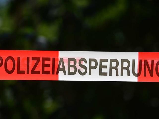 """20-Jährige tot aufgefunden: Anzeichen """"scharfer Gewalt"""" – Polizei nimmt Partnerin fest"""