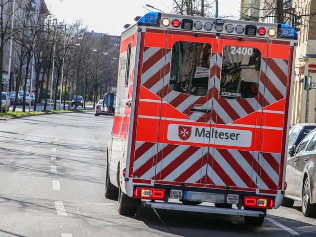 Vor den Augen der Mutter: Einjähriger Junge bei Verkehrsunfall tödlich verletzt