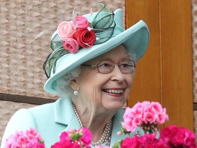 Queen Elizabeth II.: Strahlend beim Pferderennen in Ascot