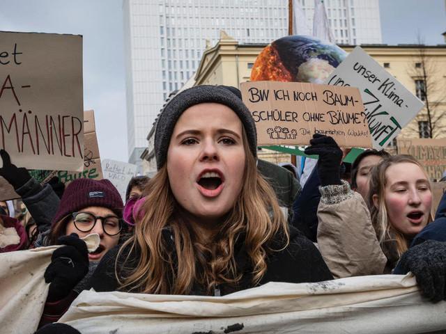 """Luisa Neubauer: """"Wir können den Klimawandel bremsen, wenn wir diese 3 Dinge erfüllen"""""""