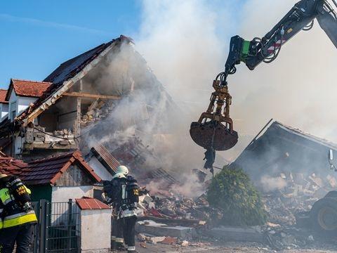Ermittlungen: Ermittlungen nach Hausexplosion und rätselhaftem Autounfall