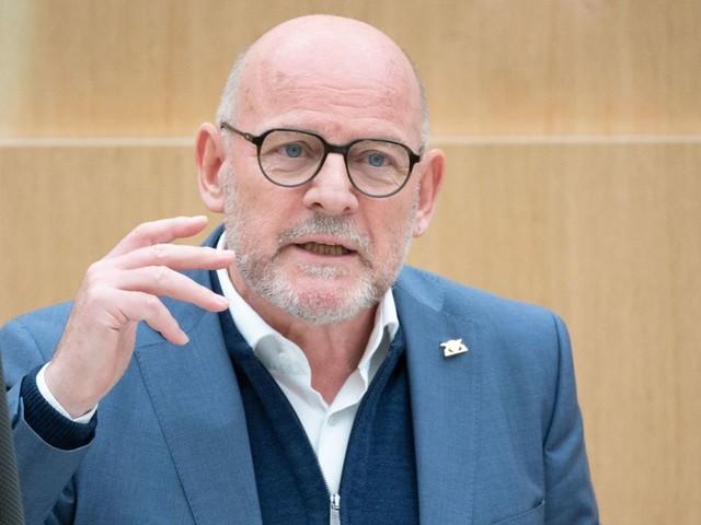Grünen-Politiker Winfried Hermann kritisiert unsoziale Subventionen für Autofahrer
