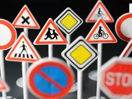 Quiz: Was bedeuten diese außergewöhnlichen Verkehrsschilder?
