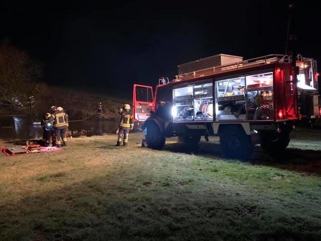Übung in Ruppichteroth: Feuerwehr baut Seilbahn für Rettung an gefrorenem Teich