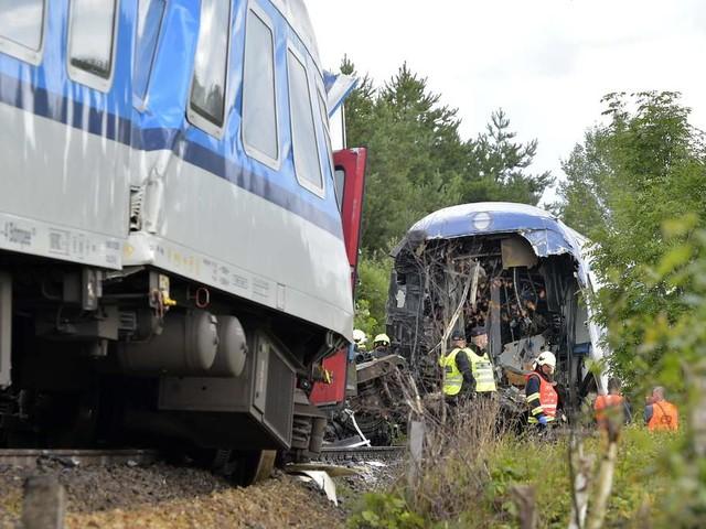 Expresszug aus München kollidiert mit anderer Bahn nahe Bayerns Grenze - Tote und dutzende Verletzte