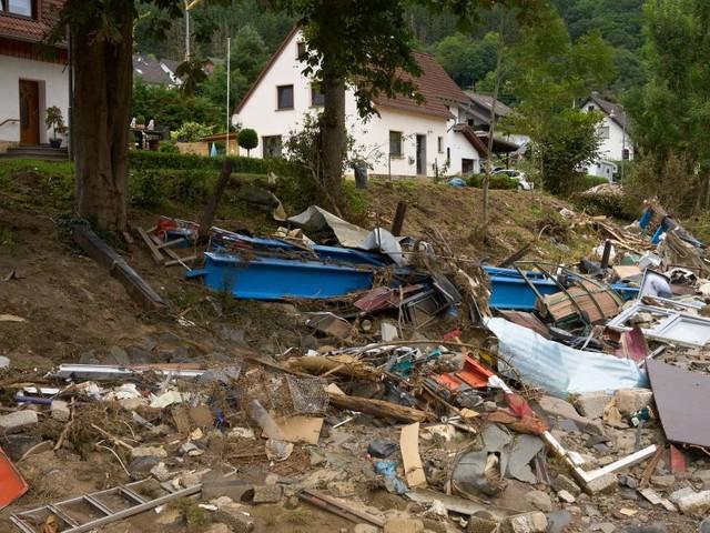 Wochenende erneut geprägt von Überschwemmungen und Murenabgänge