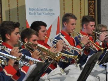Jugendmusikkorps spielt in der Wandelhalle