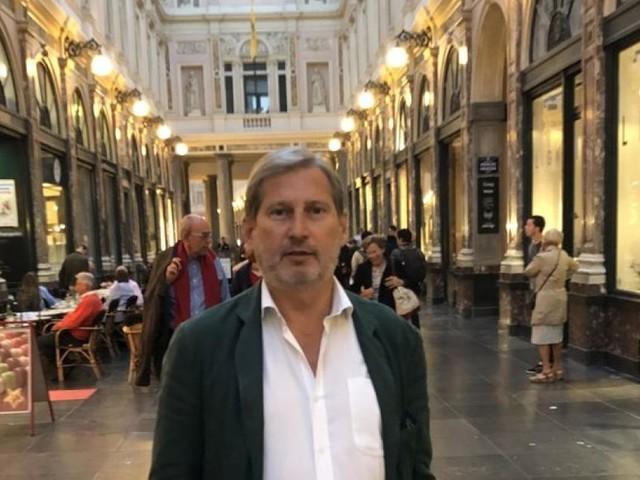 """Johannes Hahns Leben in Brüssel: Anonym im """"petit Paris"""""""