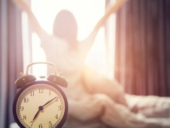 Zeitumstellung heute am 25.10.2020: Mit DIESEN genialen Tipps überstehen Sie die Zeitumstellung