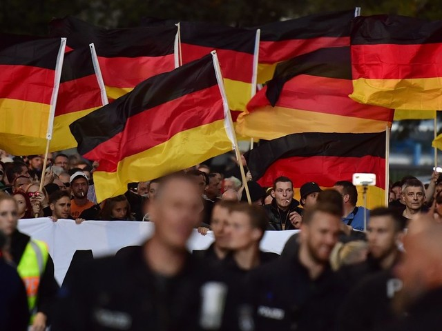 Wie Rechtsextreme vielen Ostdeutschen ein neues Wir-Gefühl verschafft haben