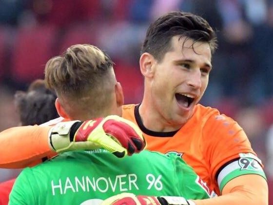 Joker Füllkrug schießt Hannover zu 2:1 in Augsburg