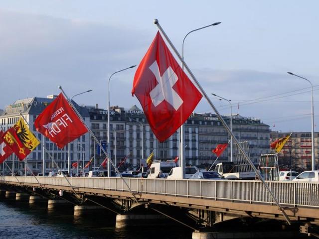 Erstes Referendum zu Corona-Politik: Schweizer stimmen über Covid-19-Gesetz ab