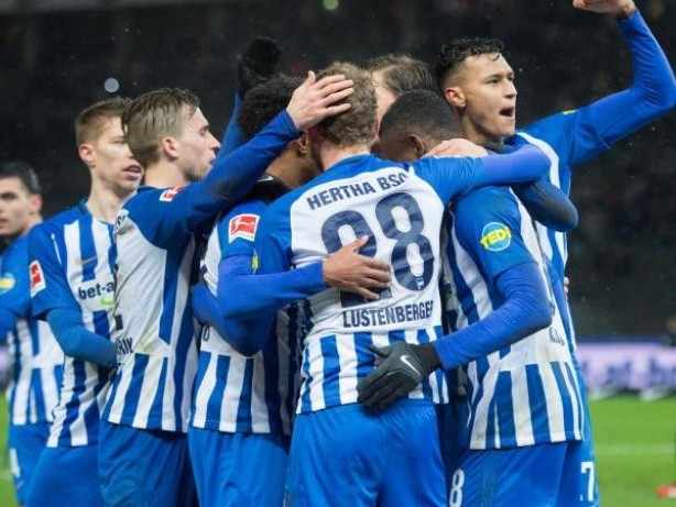 Fußball: Hertha feiert Hannover-Experte Kalou: Duo fraglich
