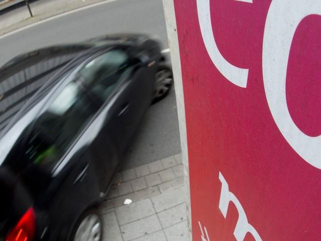 Warum Grün kein Selbstläufer ist - Kein Geld für Benzin? Fahren Sie doch Tesla! Der große Klima-Irrtum der Parteien
