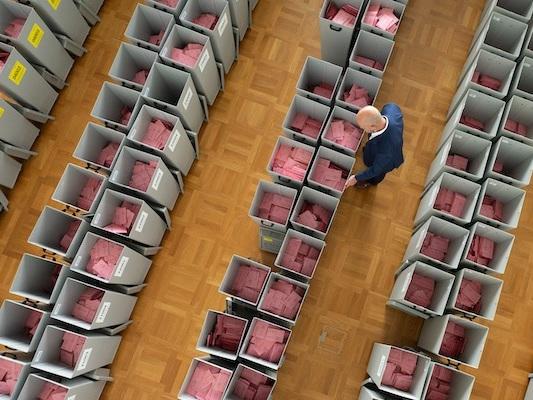 Bild des Tages: Briefwahl-Stimmzettel warten auf ihren Einsatz.
