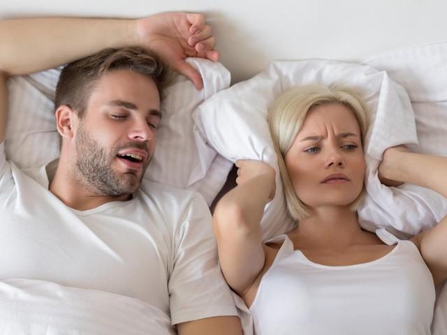 Nachtruhe: Wie funktionieren Anti-Schnarch-Kissen und für wen sind sie geeignet?