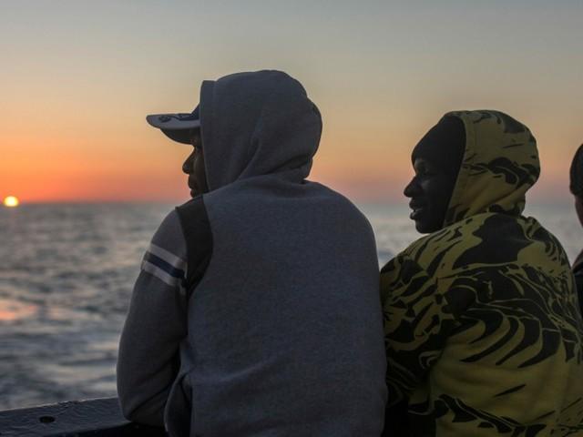 EU-Kommissar: Deutschland nimmt 10 000 Flüchtlinge auf