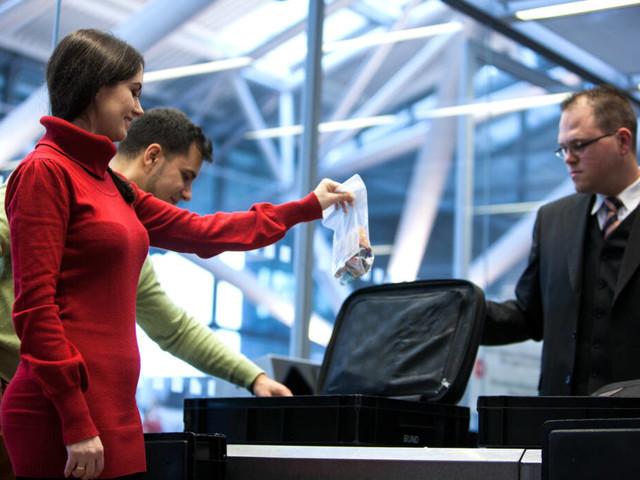 Nachgefragt: Darum müssen bei Flugreisen die Flüssigkeiten in Plastik-Beutel
