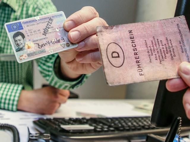 Vorsicht, es drohen Strafen! DIESE Berliner müssen bis Anfang nächsten Jahres ihren Führerschein eintauschen