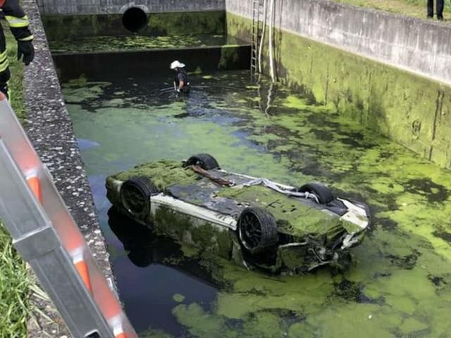 Unfall im Landkreis Konstanz - Tragischer Fund: Porsche lag wochenlang im Wasserbecken – Fahrer tot