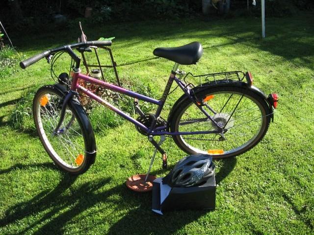 Schönes 26 Zoll Marken Damenfahrrad plus neuem Fahrradhelm in Wetter (Ruhr)