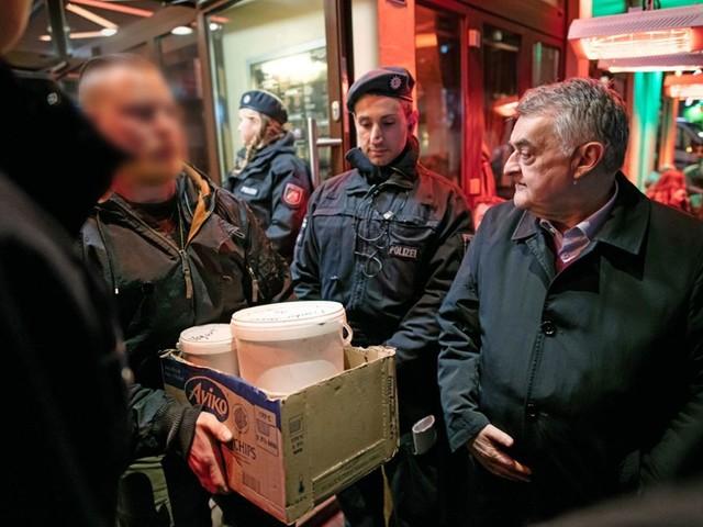 Razzia gegen Clans im Ruhrgebiet: 1300 Polizisten durchsuchen Shisha-Bars und Cafés