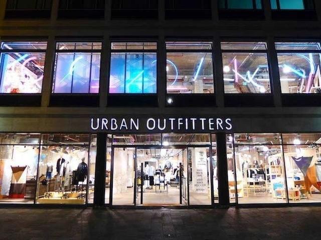 Urban Outfitters: Quartalszahlen enttäuschen den Chef und begeistern die Anleger