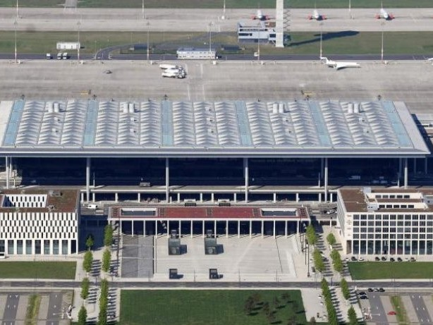Landtag: Brandenburger Landtag diskutiert über Großflughafen BER