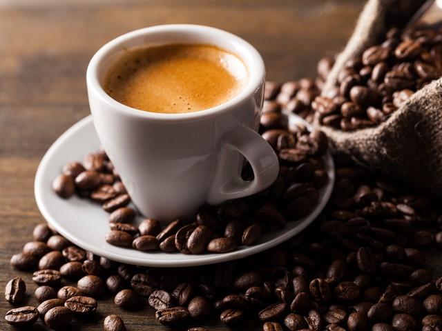 Demenz- und Schlaganfall-Risiko: Hoher Kaffeekonsum reduziert Hirnvolumen