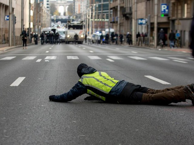"""Erstmals Todesopfer bei """"Gelbwesten""""-Protesten in Belgien"""