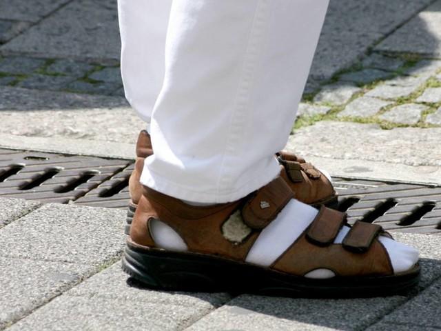 Sandalen für die wohl weltgrößten Füße kommen aus dem Münsterland