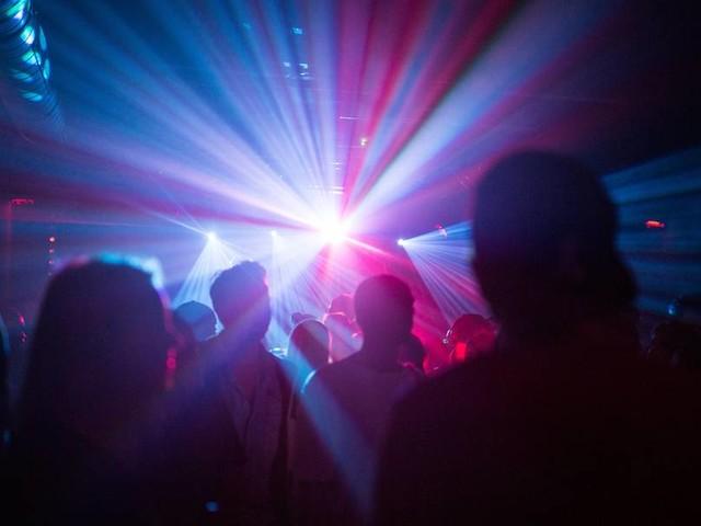 """""""Wir hängen wieder in der Luft"""": Betreiber über die erneute Schließung von Clubs"""