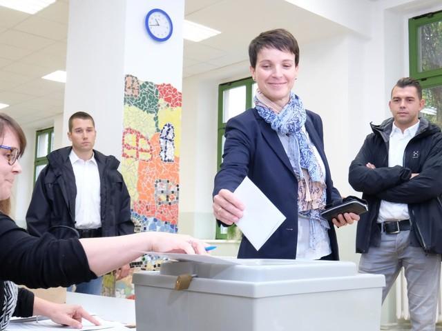 AfD wird in Sachsen stärkste Kraft