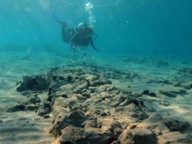 Auf der Suche nach der versunkenen Stadt im Meer